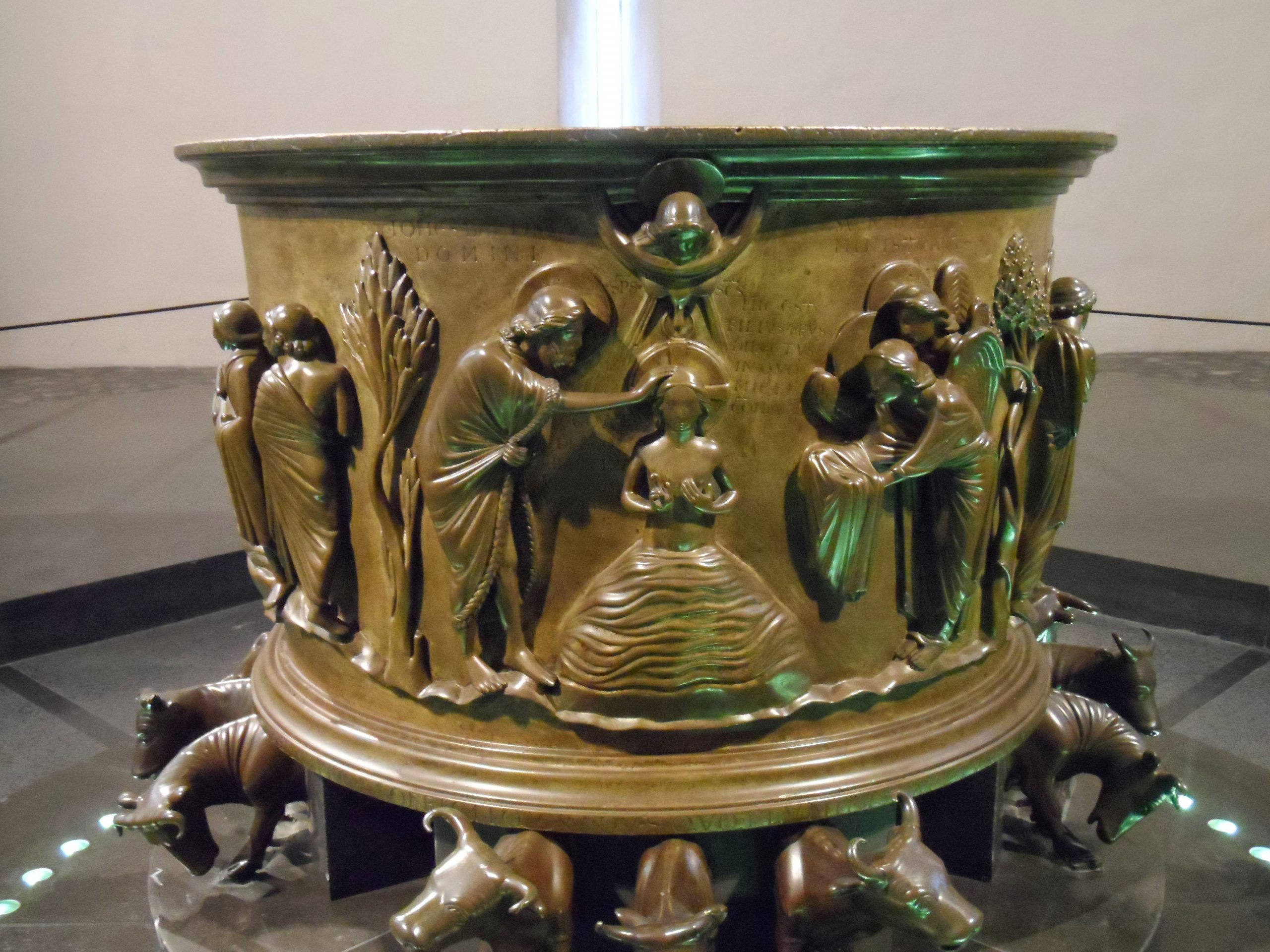 Le Baptême du Seigneur, Fonts baptismaux de Notre-Dame de la collégiale Saint-Barthélemy